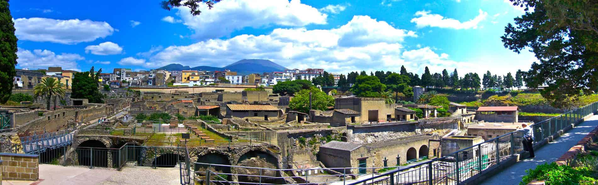 The walking tour and guided tour of the Archaeological Excavations of Herculaneum shows the beauty of a Roman city that has remained almost intact for over two thousand years