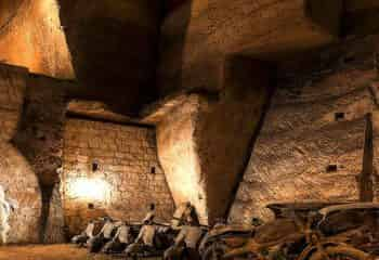 The walking tour and guided tour of Underground Naples is suitable for those who want not only to know the visible part of the Campania capital