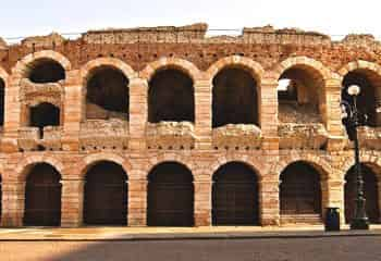 Visit and a guided tour of the Arena di Verona